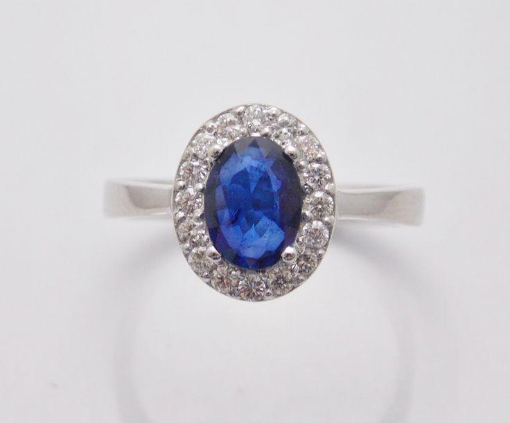 luxusný prsteň z bieleho 14 kt zlata so zafírom-brus ovál a diamantami-okrúhly briliantový brus