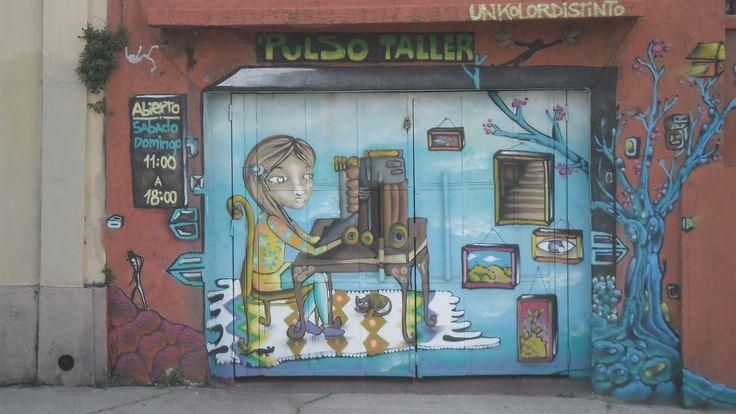 Mural a pasos de la Plazuela San Luis en la Avenida Alemania. El que pintó este mural fue el que realizó la pinturas en los camiones de la basura de la Municipalidad de Valparaíso.