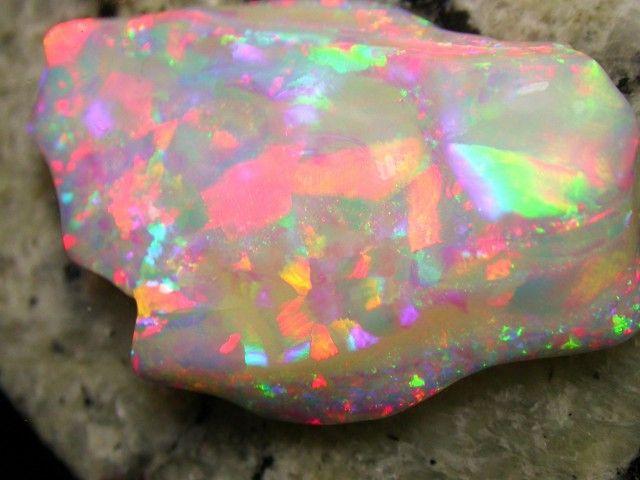 BRILIANT MULTI PATERN 86CT 2-SIDED RAINBOW COLOR BRAZILIAN OPAL brazilian opal , opals