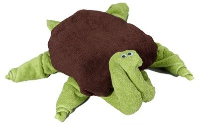 Make this towel origami turtle by using 3 bath towels. Use white towels or colorful towels. http://foldingmagic.com