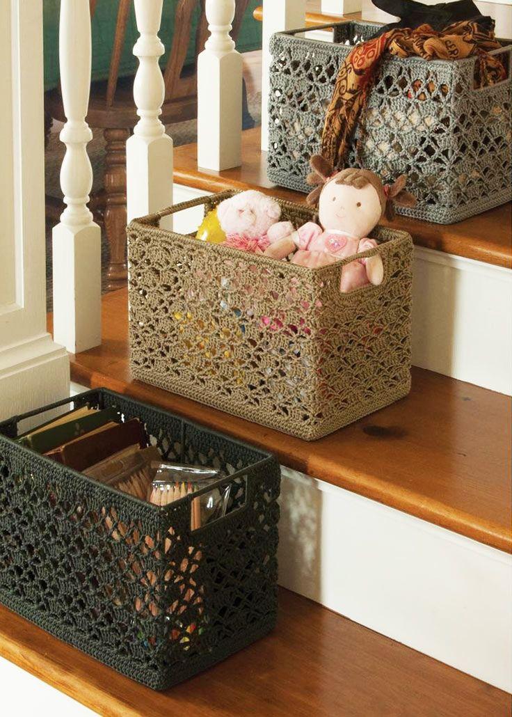 Caixas organizadoras  Tudo separado, organizado e arrumado com muito charme. Uma ideia legal é mudar o desenho para cada categoria (ex: brinquedos, acessórios de cozinha, escritório...)
