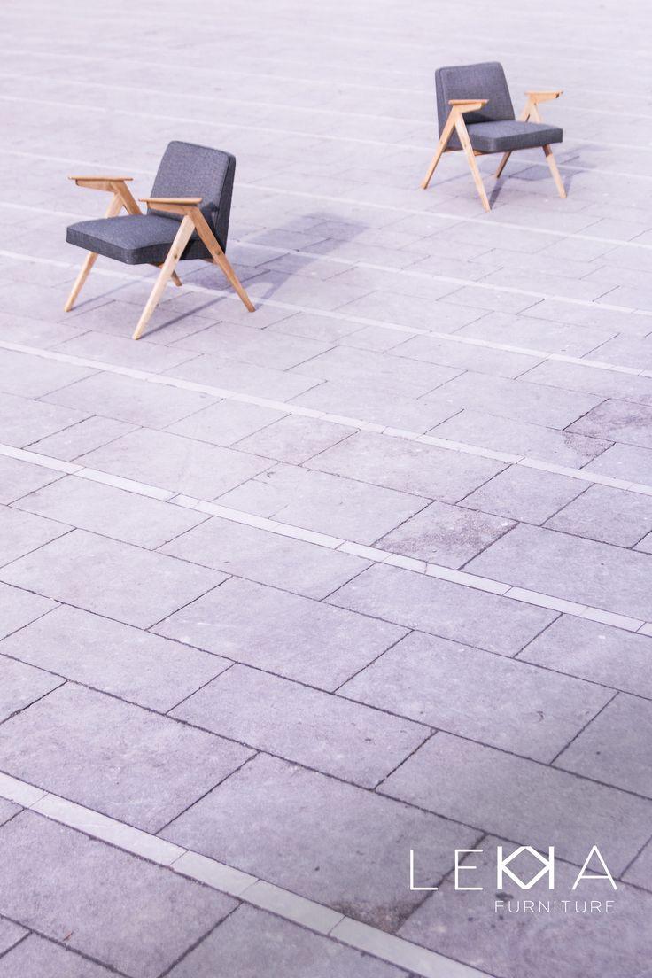 Fotel projektu prof. J. Chierowski lata 60. PRL, vintage, loft renowacja: LEKKA Furniture  tapicerka grafitowa
