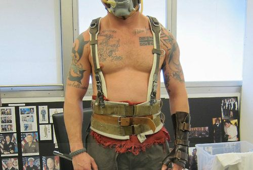 BTS of TDKR: Tom Hardy at Bane costume fitting