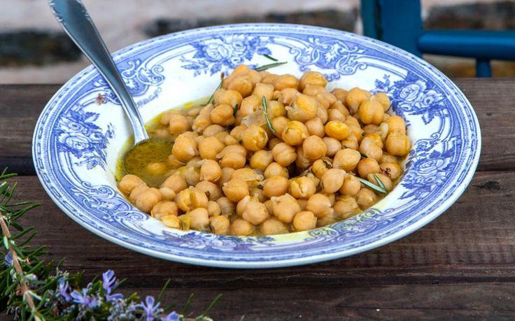 Φαγητό κυριακάτικο στα μοναστήρια, που συνηθίζουν να σερβίρουν με ελιές και…