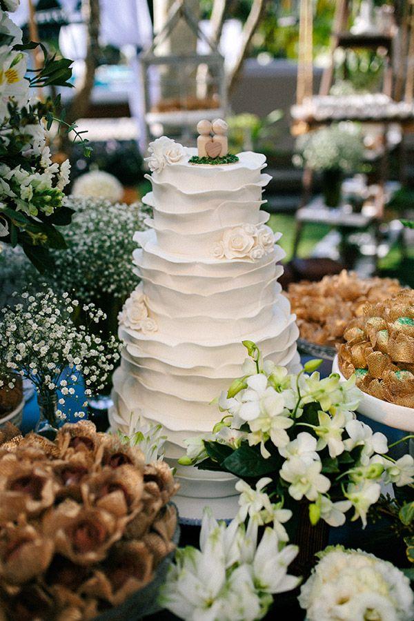 Bolo de casamento branco de babados ( Foto: 18 Elementos | Bolo: Danielle Andrade  )