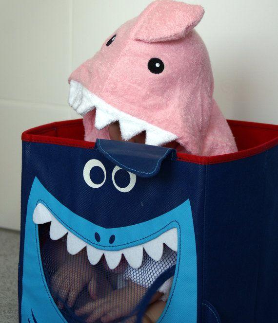 Bademantel Baby Hai in Pink von www.Schnuffelinis.de auf Etsy, €19.95