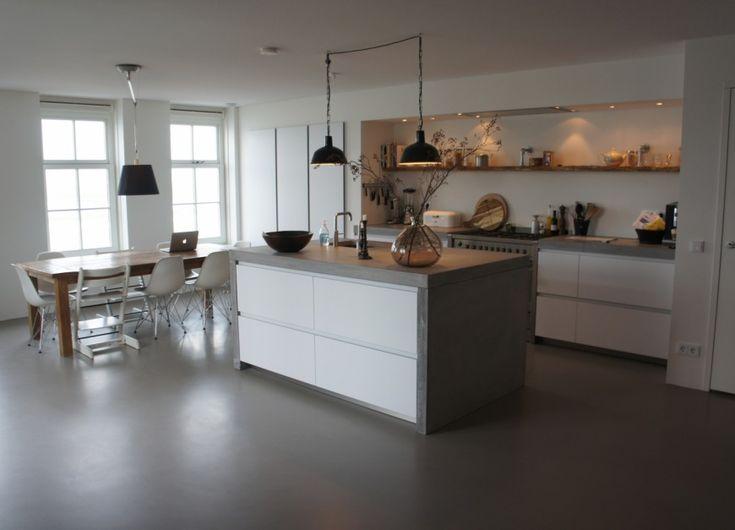 keukenvloer gietvloer, aanrecht en zijkanten mooi afgewerkt
