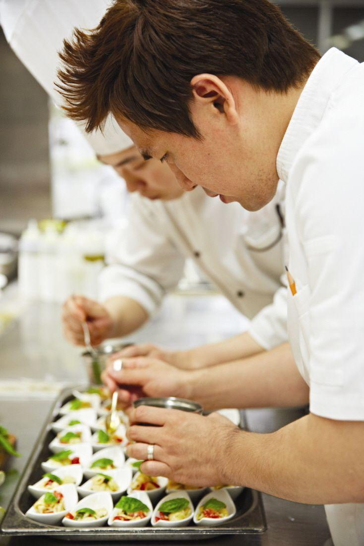 모던한 디자인, 컬러가 풍부하게 살아있는 요리 | Lexus i-Magazine 앱 다운로드 ▶ http://www.lexus.co.kr/magazine #Food #Interview #Lexus #Magazine