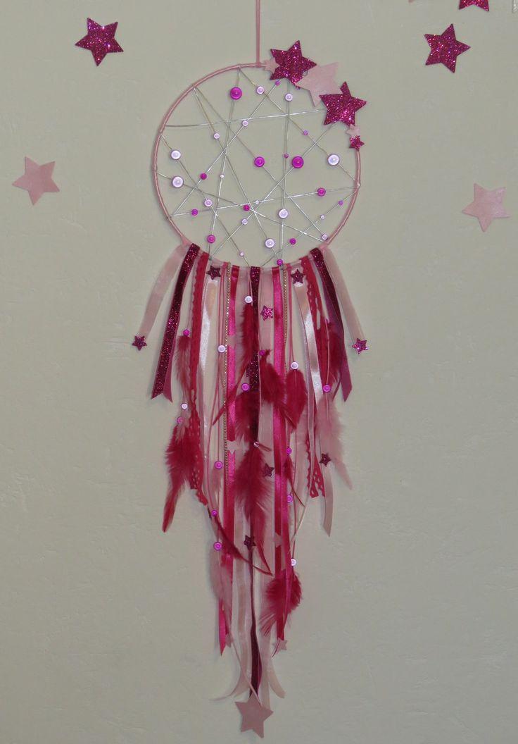 Attrape rêves avec étoiles brillantes et plumes - coloris rose fuchsia et rose pastel - perles magiques : Décorations murales par pimprenelle-coccinelle-creations