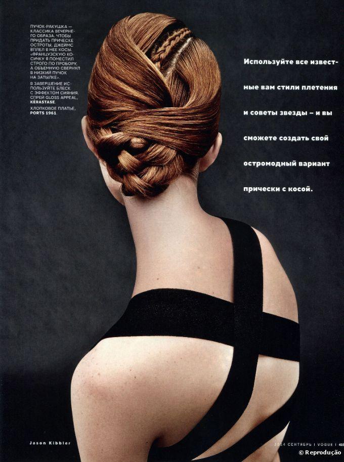 Las trenzas aparecen en una recreación moderna con cabellos sueltos y un poco desordenado en la editorial del mes de septiembre de Vogue Rusia.