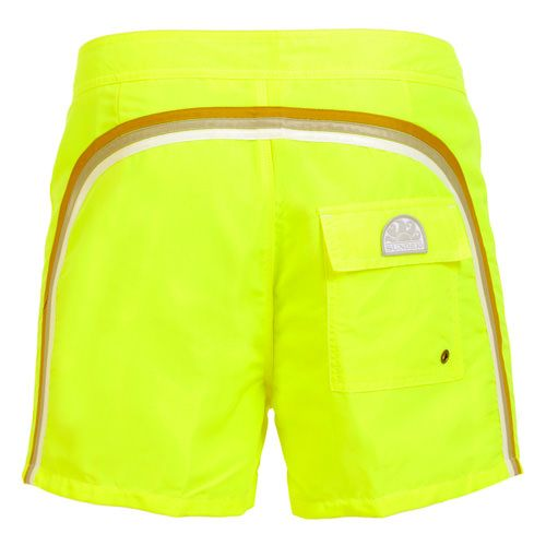 FLUO YELLOW MID-LENGTH SWIM SHORTS WITH RAINBOW BANDS Fluo yellow low rise polyester boardshorts with the three classic rainbow bands on the back. Fixed waist with adjustable drawsting and Velcro fly. internal mesh. A Velcro back pocket. Sundek logo on the back. COMPOSITION: 100% NYLON. Our model wears size 32 he is 189 cm tall and weighs 86 Kg.
