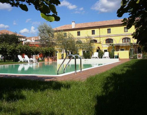 Agriturismo Tenuta la Pila - Verona #verona #piscina #veneto #agriturismo