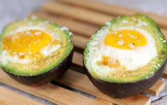 Avocado met ei uit de oven   super gezond recept