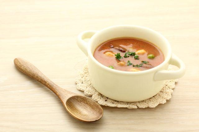 あわただしい朝の食事は、手早く簡単に作ることができ、ローカロリーで太りにくいものがうれしいですよね。  さらに、ダイエット効果や美肌効果、冷え性改善などのメリットもあれば一石二鳥。そこで、カラダにうれしい「痩せスープ」の時短レシピを栄養士