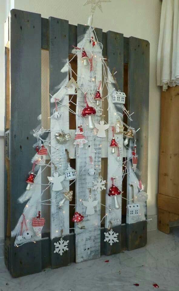 A pallet idea for christmas pallet ideas pinterest for Christmas ideas made from pallets