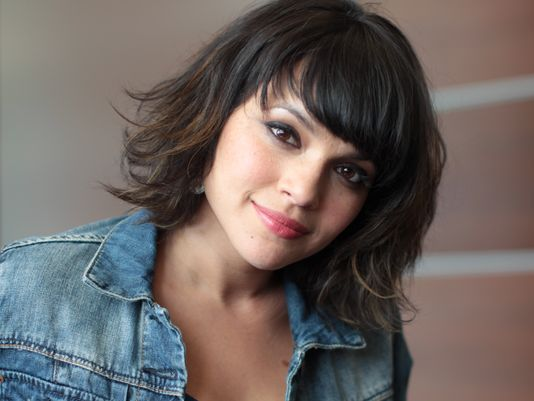 Norah Jones Hairstyle | Short wavy hair | Pinterest | Norah jones ...