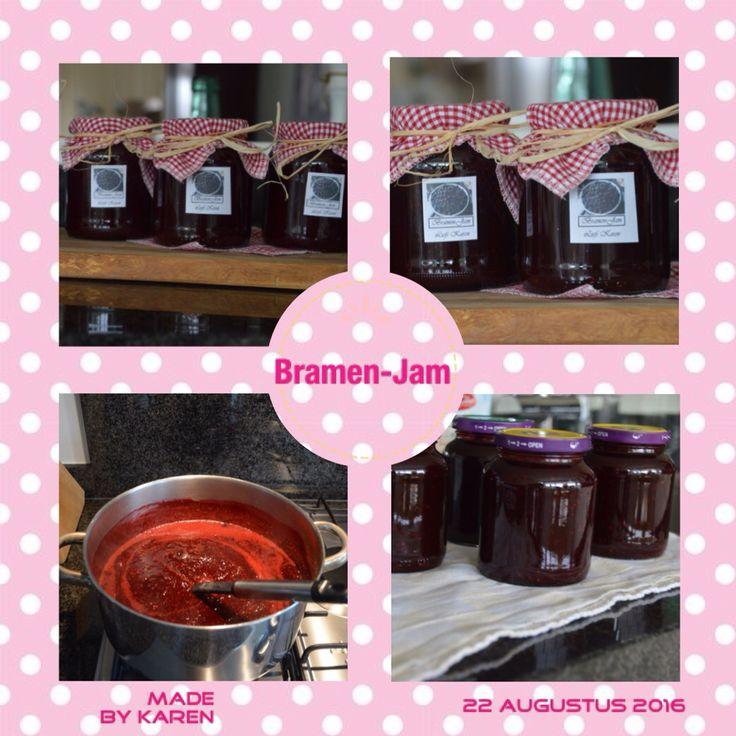 Zelf gemaakte bramen-jam volgens recept laurasbakery.nl Heeerlijk... Mmmm.