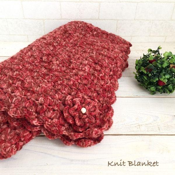 ウール100%の毛糸で編んだブランケットです。花コサージュは取り外し可能となっています。玉編みで編んでいますのでシンプルですが可愛らしく出来上がりました。他の色での作成も可能です。作成にお時間頂きますが、お気軽にお問い合わせください。●カラー:レッド●サイズ:約100㎝×80㎝●素材:ウール100%●注意事項:1個ずつ、丁寧に編ませていただいていますが、毛糸のため毛玉がつくことがございます。また、使用後も毛玉が出ることがございますので、ご了承ください。ウール100%ですので、家庭で洗濯をすると縮む可能性がございますので、ご了承ください。●作家名:amiami♡358#花コサージュ付 #ブランケット #ふわふわ #柔らかい #暖かい #ウール100% #レディース #秋冬 #もこもこ #防寒 #かわいい #大人可愛い #おしゃれ #ふんわり #お洒落 #保温性抜群 #かぎ針編み #膝掛け #手芸 #手作り #ハンドメイド #handmade----------------------------------------------【定形外郵便の料金改定】2017/...