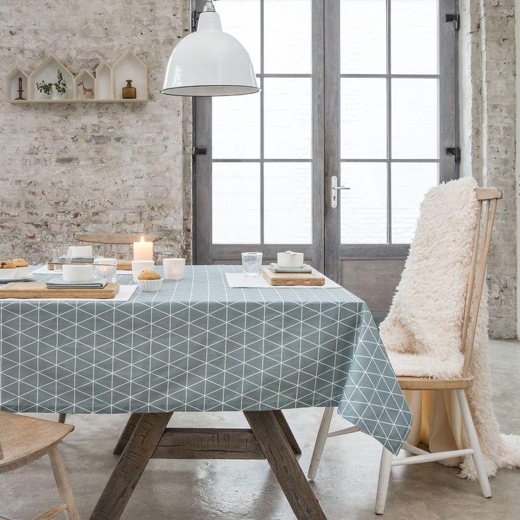 74% coton, 26% polyester 185 gr/m2 Traitement : Teflon anti-tache Motifs : triangles scandinaves Couleur du motif : blanc Finitions : Ourlet simple ...