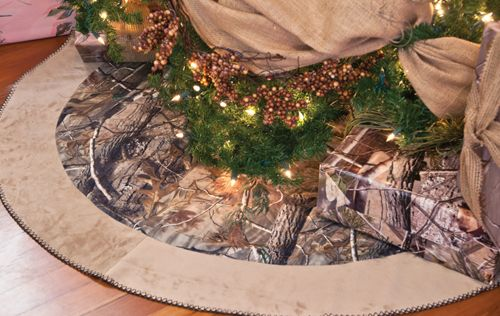 Realtree camo tree skirt - and tons of other Camo Christmas decor ideas!!