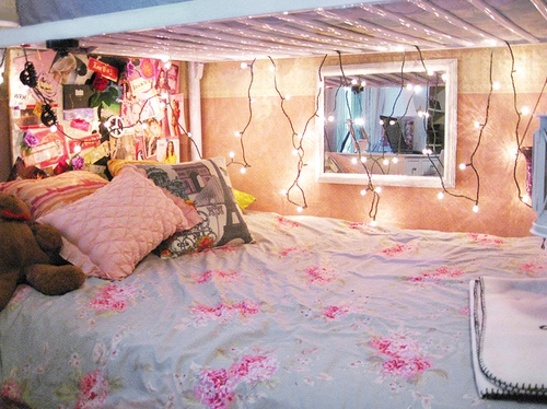 Beds: Hanging Lights, Bedrooms Lights, Dreams Rooms, Bunk Beds, Girly Things, Christmas Lights, Dorm Ideas, Rooms Ideas, Dorm Rooms