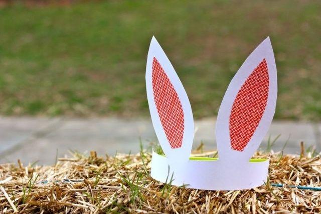 décoration de Pâques avec une couronne en forme de lapin
