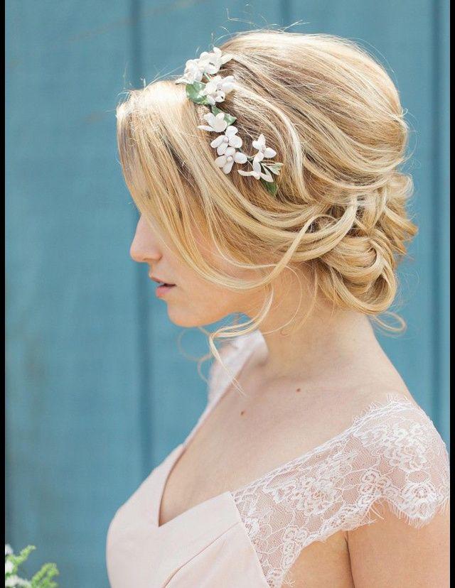 Coiffure mariage fleur blanc