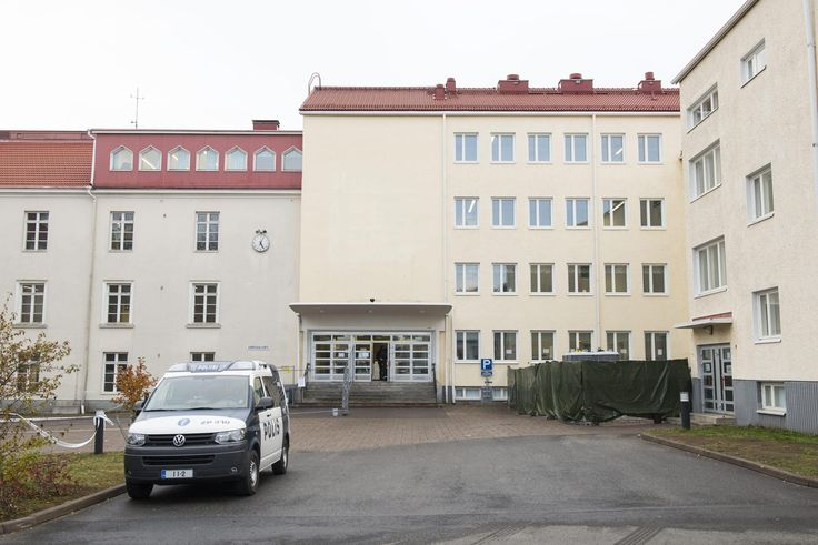 Vastaanottokeskuksiin halutaan avuksi järjestyksenvalvojia – perusteena häiriöiden määrä - vastaanottokeskukset - Kotimaa - Helsingin Sanomat