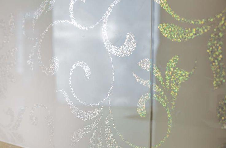 Stencil with Glitter Designer Glass Splashback by CreoGlass Design (London,UK). For more, visit www.creoglass.co.uk #glass #kitchen