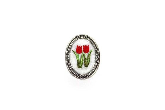 Embroidery brooch, Red Tulip brooch,  Flower bouquet brooch, Felt brooch, Spring brooch, Small brooch, Casual brooch