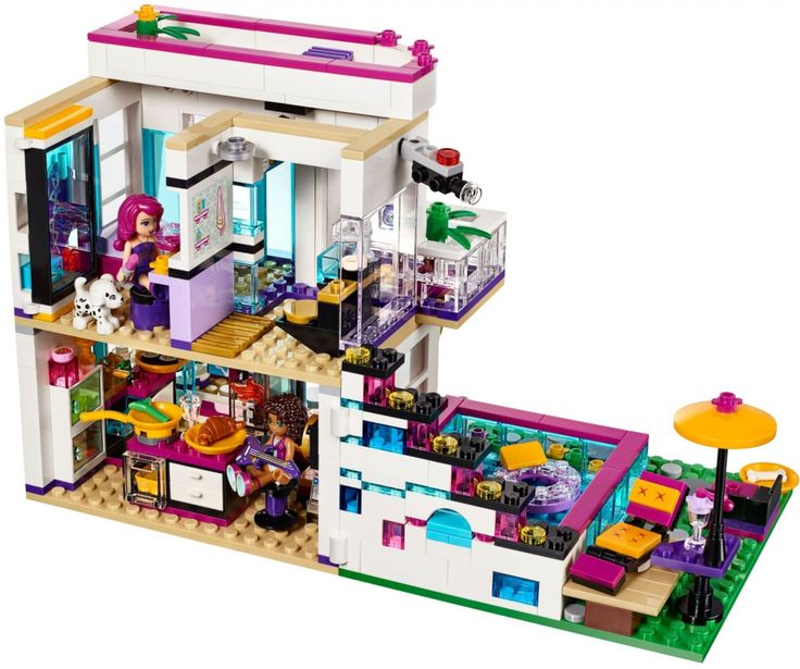 LEGO Livi's Popsterrenhuis 41135 achterkant.  Andrea is uitgenodigd om Livi te bezoeken in haar spectaculaire popsterrenhuis! Ga je mee? Het huis heeft een slaapkamer met aangrenzende zwarte en goudkleurige badkamer en een kleerkast waar je een rok van echte stof kunt uitkiezen.  https://www.olgo.nl