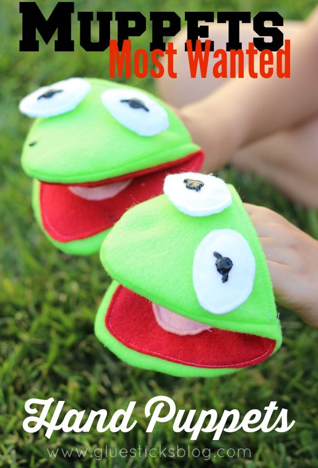 Is it Kermit? Or is it the worlds number one criminal, Constantine? Easy felt hand puppets!
