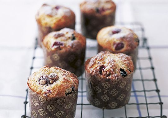 Berry and yoghurt muffins
