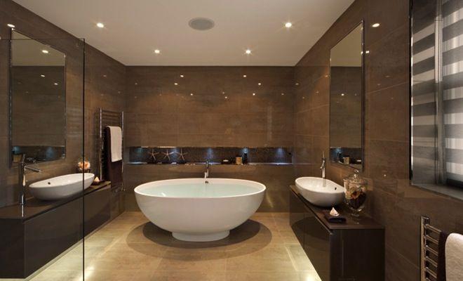Bruin luxe badkamer wasbak radiator sfeer kraan omgeving glas spiegel bad douche - Bruine en beige badkamer ...