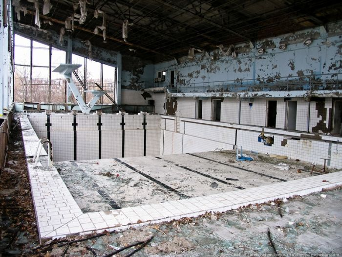 Abandoned swimming pool in Chernobyl exclusion zone  Enjoy this experience on your next Chernobyl tour to Ukraine and book now ☢ [ goo.gl/23mk6K ] ☢