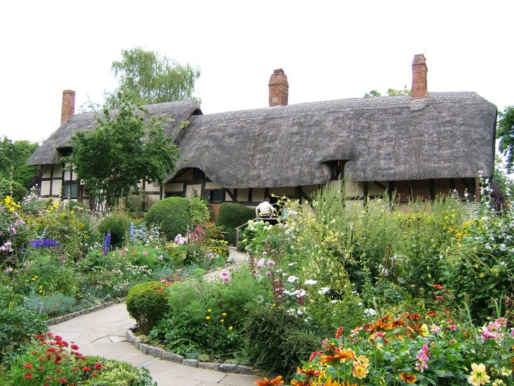 Wild, colourful, English cottage gardens as inspiration for the floral theme!