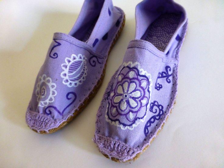 Zapatillas pintadas a mano de esparto by www.sweetlittleshoes.com