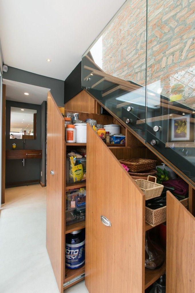 Las 25 mejores ideas sobre la despensa bajo las escaleras for Decoracion de espacios bajo la escalera