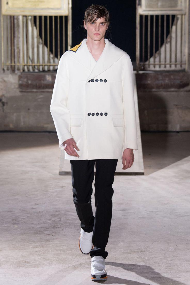 Raf Simons Spring 2015 Menswear Fashion Show