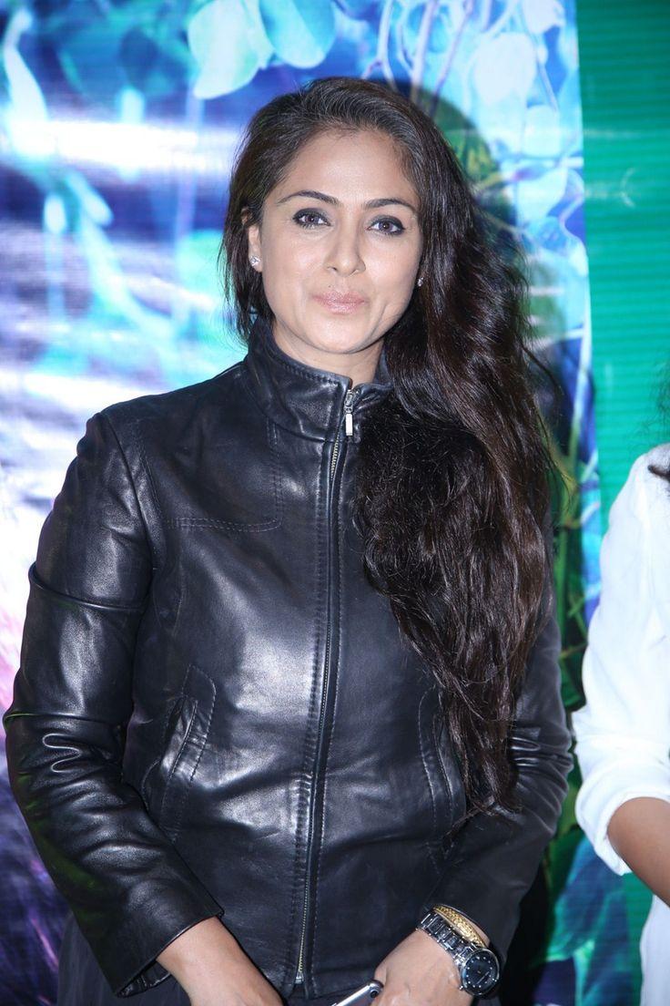 Actress-Simran-Stills-in-Black-Leather-Jacket-at-God-Ka-Shop-Launch-CelebsNext-0001.jpg (900×1351)