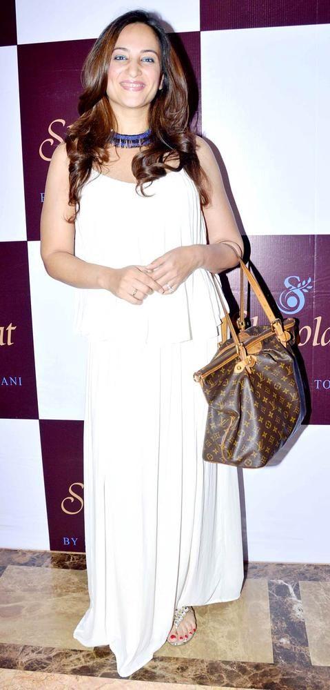 Rakshanda Khan at the unveiling of Samaira Tolani's boutique. #Fashion #Bollywood