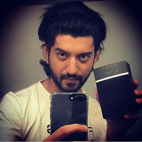 Black Shiney hair and this hairbandyour piercing your eyes your handsomness are just killing#exilent#actor#expressionking #Oso is looking awosome as always congratulations you got your post birthday gift this amazing amazing I PHONE7 @kunaljaisingh#ishqbaaaz#kunnu#kunz#omkarasinghoberoi