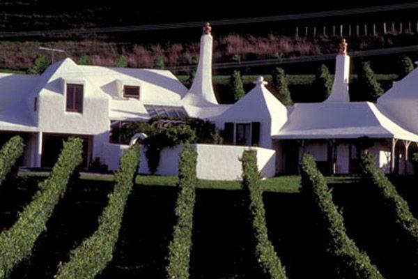 amazing Ian Athfield house- in a vineyard in Hawkes bay, New Zealand