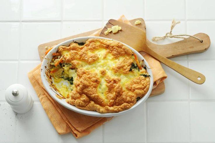 Restjes groente gebruik je voor een overheerlijke frittata. Wij maken 'm met boerenkool en zoete aardappel - Recept - Allerhande