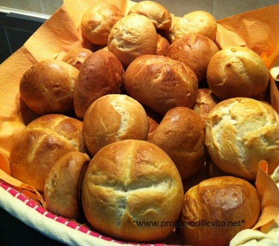BIMBY PANINI AL BURRO Questi panini sono ottimi per la colazione, durante la cottura sprigionano un intenso profu...