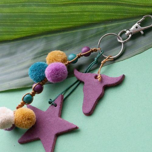 Inspiratie sieraden met pompom bedels in herfst trend kleuren