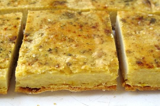 Ingredientes - 250 grs de harina de garbanzos - 600 a 700 cc. de agua fría (depende de cuánto absorba la harina de garbanzos, debe quedar una masa líquida y un poco chirle parecida a la de los...