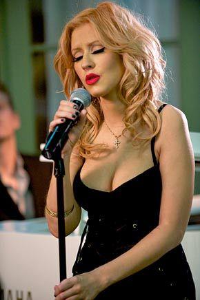 "( ☞ CELEBRITY WOMAN 2016 ★ CHRISTINA AGUILERA...WEARING A CROSS † "" ♪♫♪♪ Pop / R&B / soul / dance "" ) ★ ♪♫♪♪ Christina Maria Aguilera - Thursday, December 18, 1980 - 5' 2'' - Staten Island, New York City, New York, USA."
