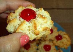 Τα έφτιαξα επιτέλους κι εγώ τα ινδοκάρυδα με ζαχαρούχο!  Πανεύκολα με μόλις 3 υλικά άντε 4 με το κερασάκι!!!   ΥΛΙΚΑ  1 ζαχαρούχο γά...