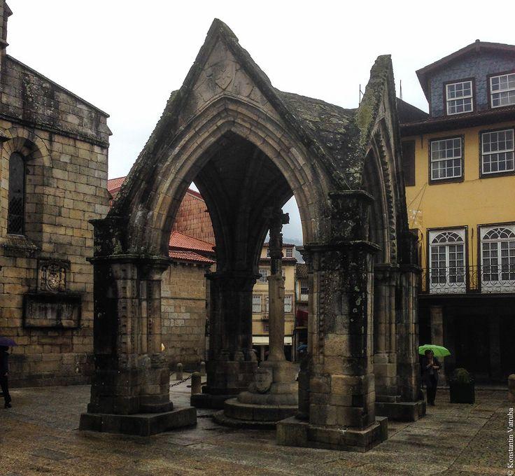 Гимараеш считается местом рождения и колыбелью португальской культуры, при этом сам город немного отличается от остальных городов страны. Тут не хватает или…